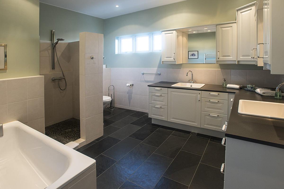 Deluxe-Apartment-6-1200x800PIX